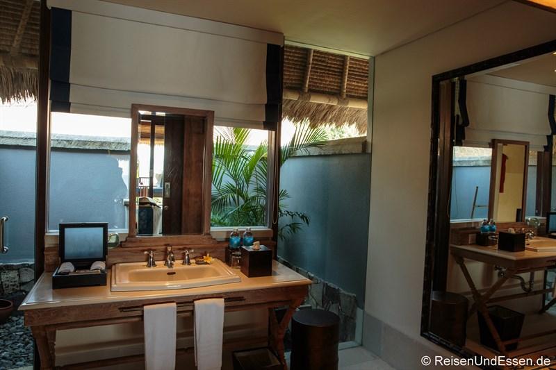 Bad in der Suite mit Aussicht auf Sonnenuntergang in Lombok