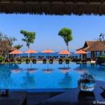 Indonesische Spezialitäten am Pool im Sudamala