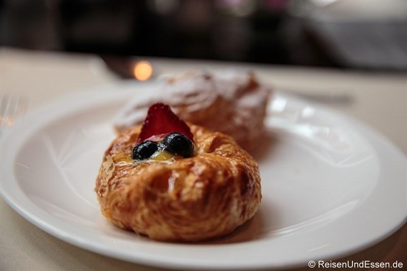 Süsses Stückchen beim Frühstück im Signature Restaurant Kempinski
