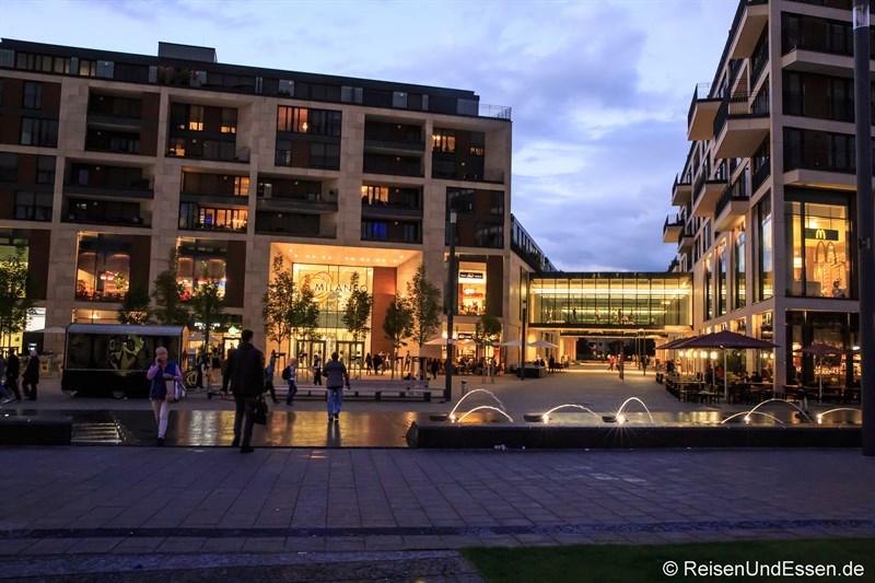 Milaneo am Mailänder Platz am Abend