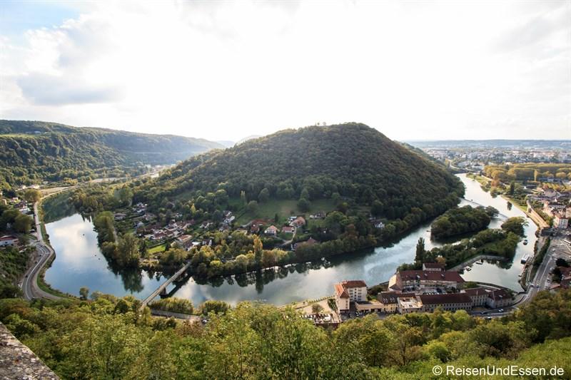 Blick auf den Fluss Doubs von der Zitadelle von Besancon