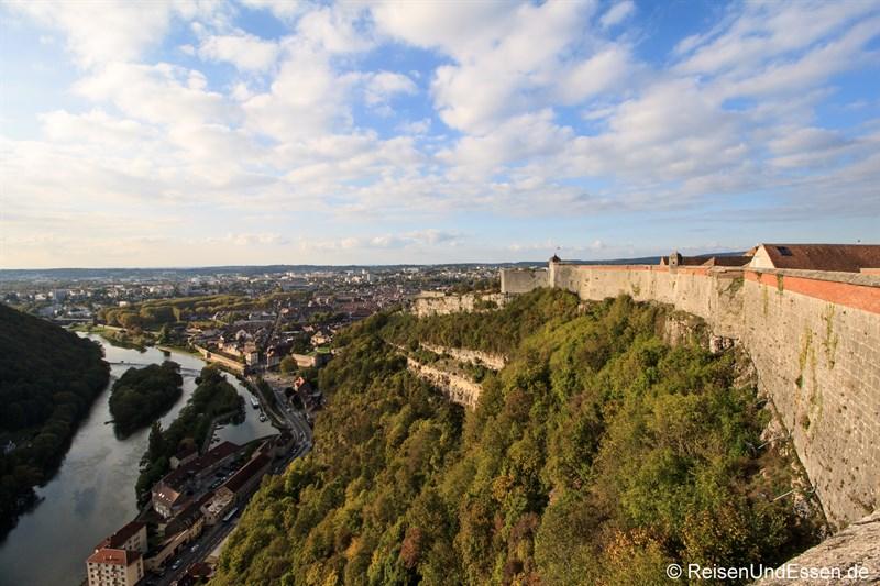Zitadelle von Besancon und der Fluss Doubs