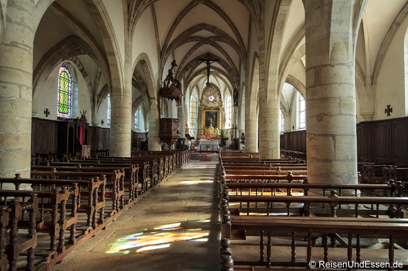 Blick in die Kirche Saint-Laurent in Mouthier-Haute-Pierre