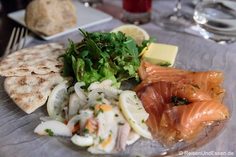Vorspeise mit Lachs im Hotel de France in Ornans