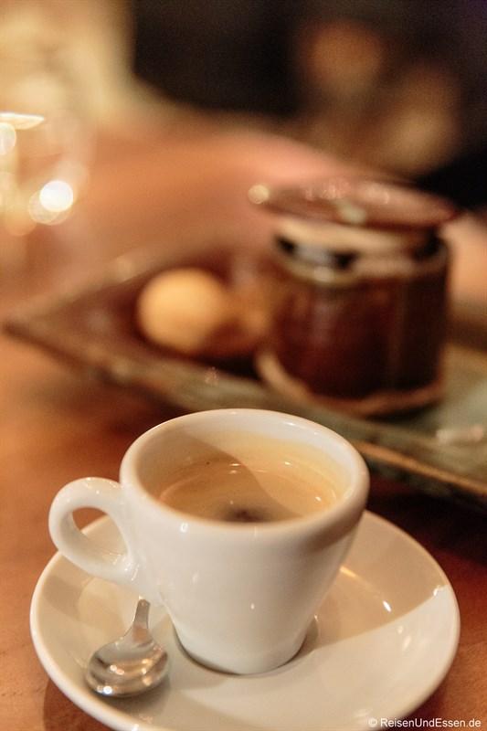 Espresso im La Balance Mets et Vins in Arbois