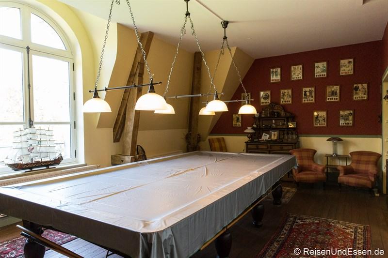 Billardzimmer im Chateau de la Presle
