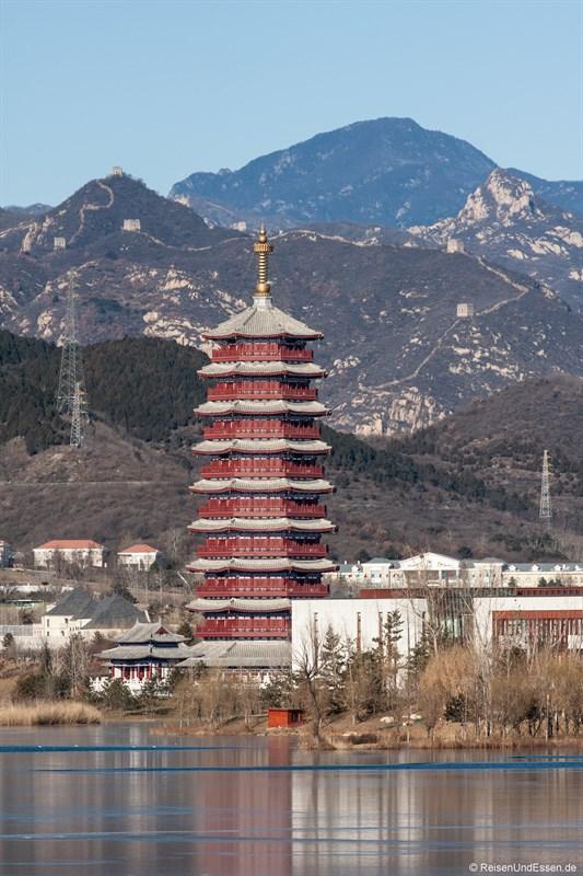 Blick vom Sunrise auf Yanqi Lake und die Chinesische Mauer