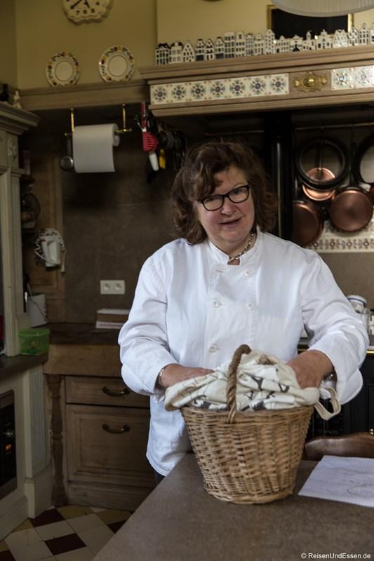 Marie-France beim Kochkurs