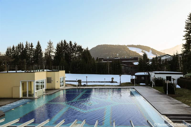 Pool im Alpenpark Resort Seefeld