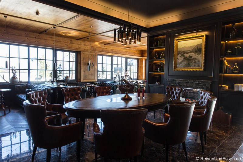 Kaminbar und Smoker's Lounge