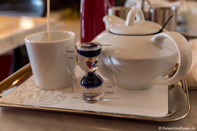 Tee im Cafe Wien