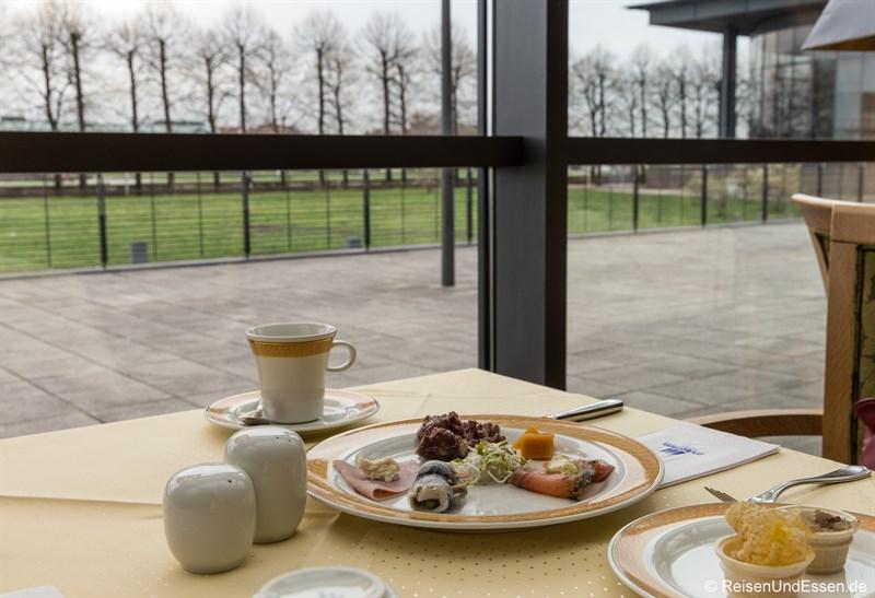 Frühstück mit Elbe-Blick