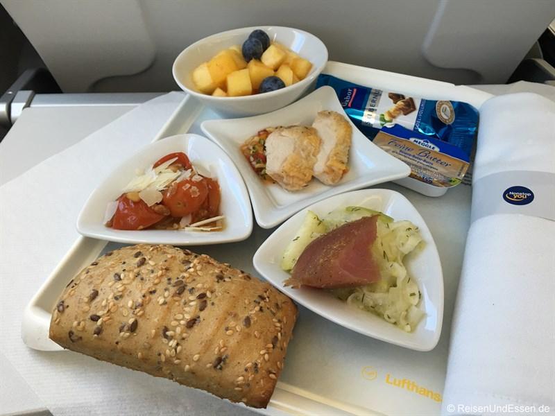 Snack beim Flug von München nach Kopenhagen mit Lufthansa