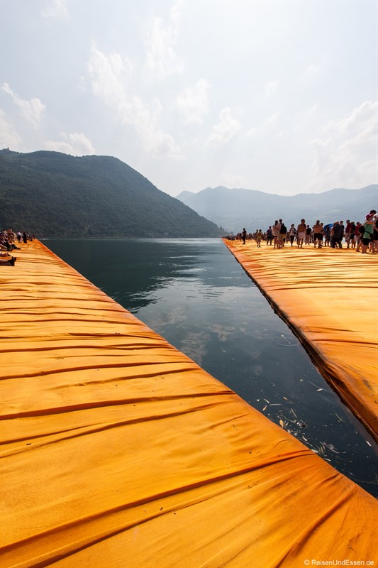 Treffpunkt der Floating Piers von Christo