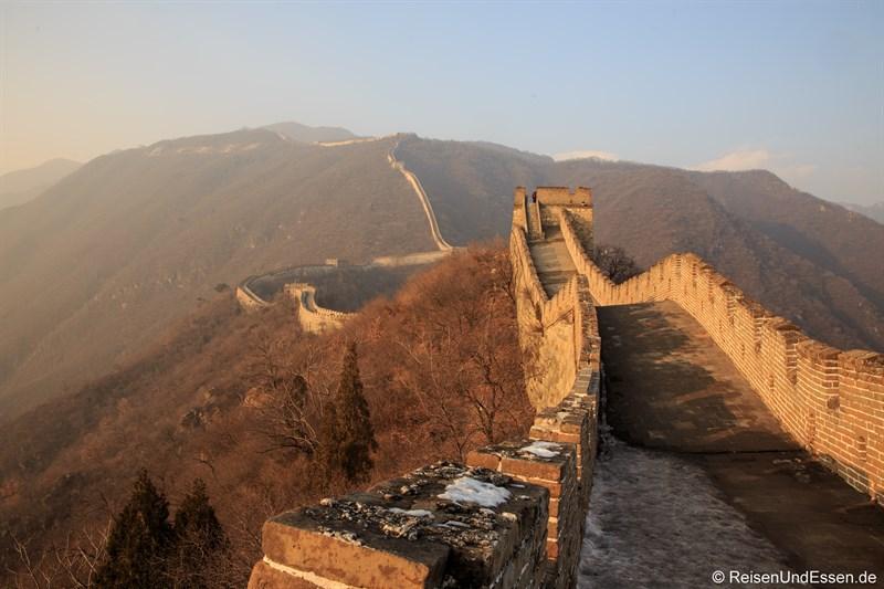Chinesische Mauer in Mutianyu im Abendlicht