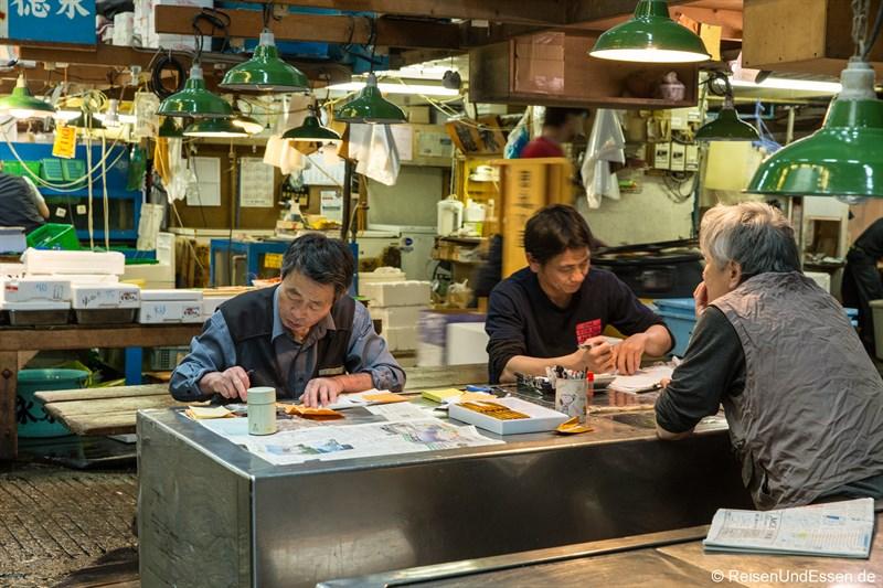 Abrechnung auf dem Tsukiji Tokio Fischmarkt
