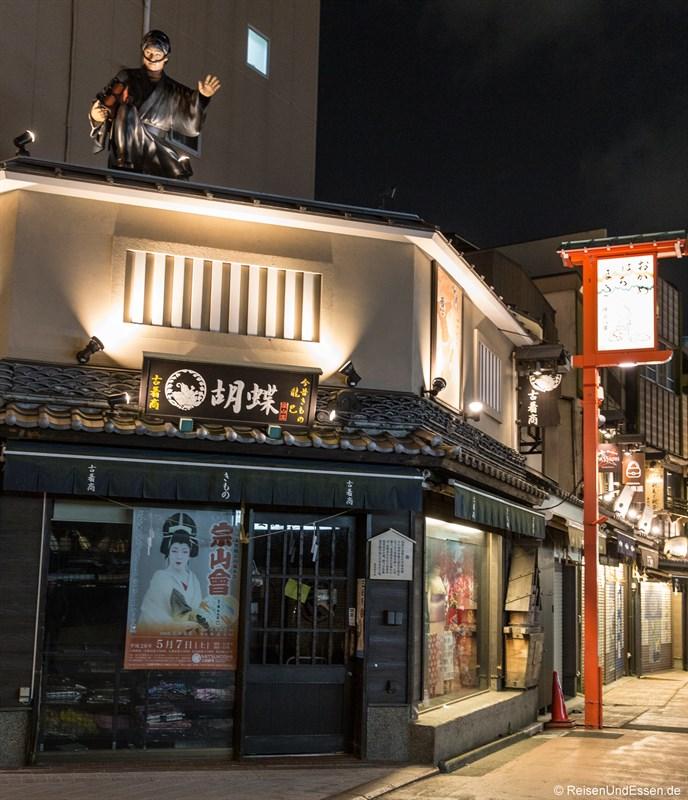 Haus in Asakusa bei Nacht