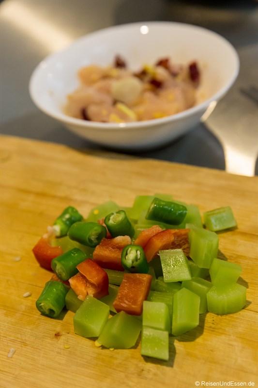 Paprika, Peperoni und frischer (grüner) Bambus