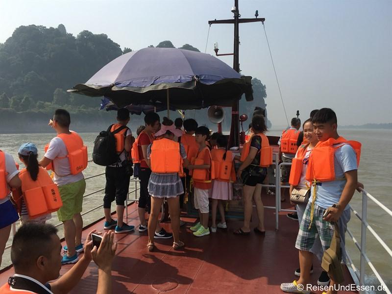 Schiff zum Großen Buddha von Leshan
