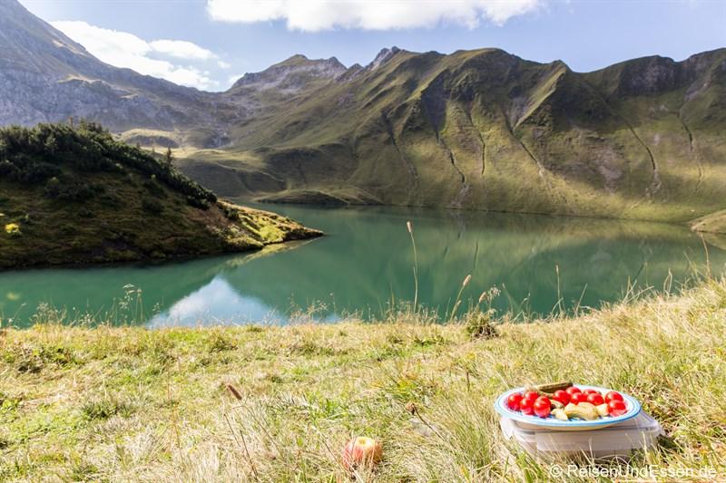 Picknick am Schrecksee mit Tomaten und Gurken