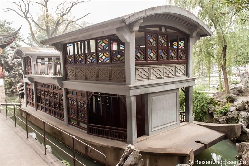Schiff im Lion Grove Garden