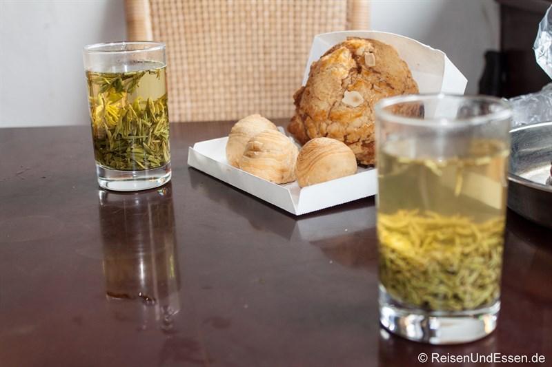 Frühstück im Teehaus mit grünen Tee