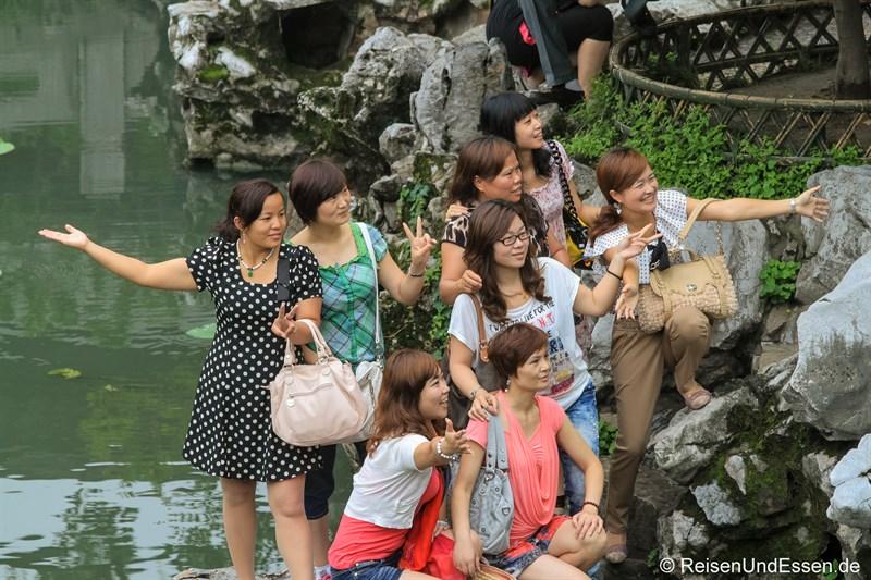 Chinesische Models im Lion Grove Garden