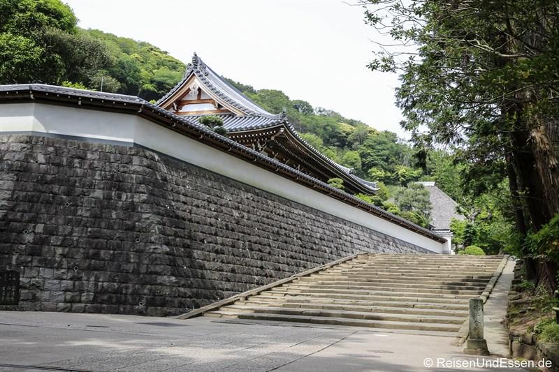 Weg durch die Tempelanlage Engaku-ji