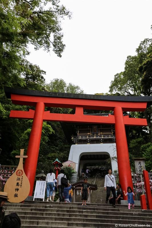 Stufen hinauf zum Schrein Enoshimajinja