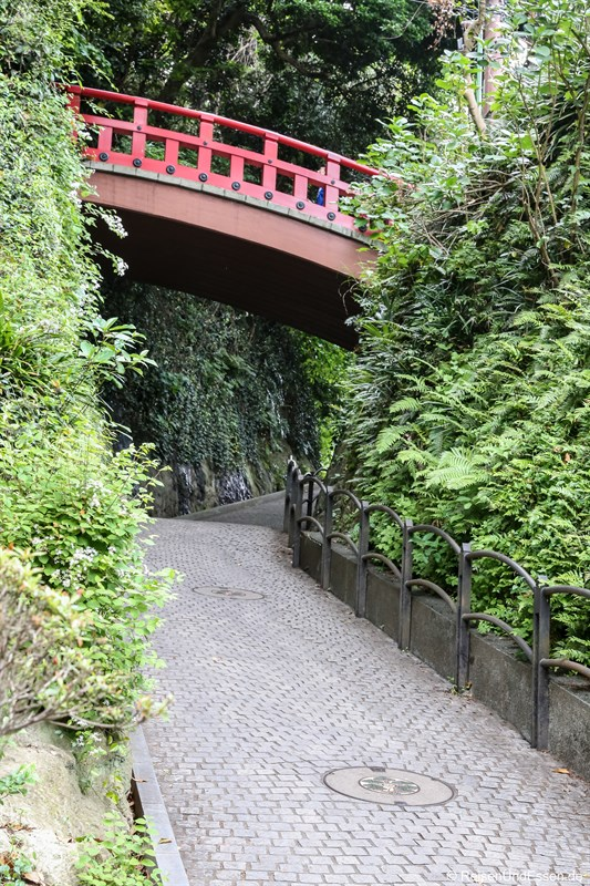 Weg und Brücke in Enoshima