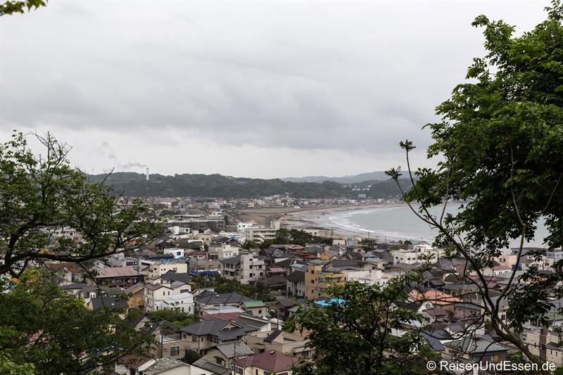 Blick vom Tempel Hase-dera auf die Bucht von Kamakura