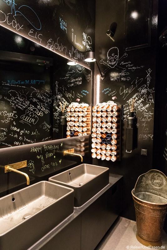 Herrentoilette im Restaurant La Boheme in München