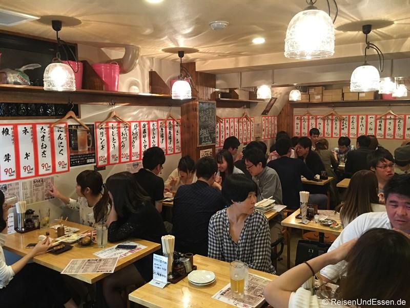 Blick in die Bar in Fujisawa