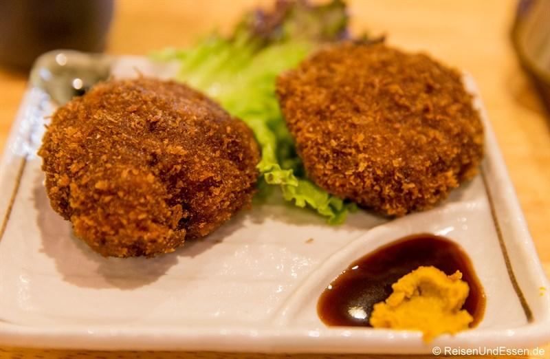Essen in der Bar in Fujisawa