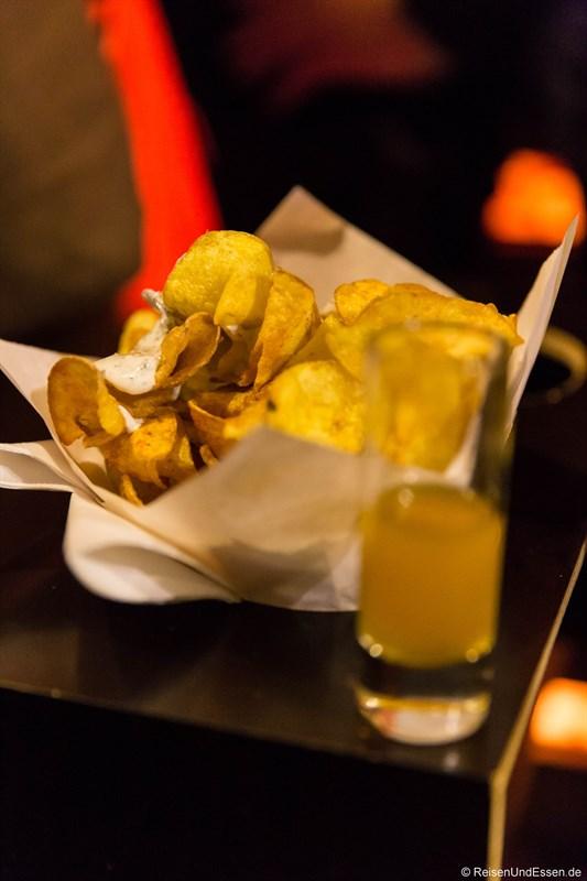 Spiratoffeln mit Quark-Dip in der Kartoffelei auf dem Tollwood