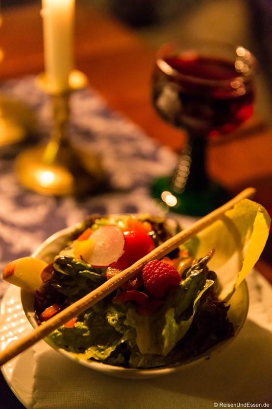 Beilagensalat beim Abendessen