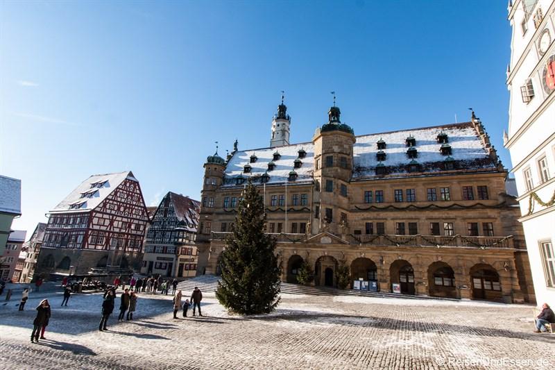Marktplatz und Rathaus in Rothenburg