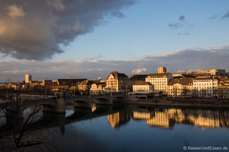Blick auf den Rhein und Mittlere Brücke