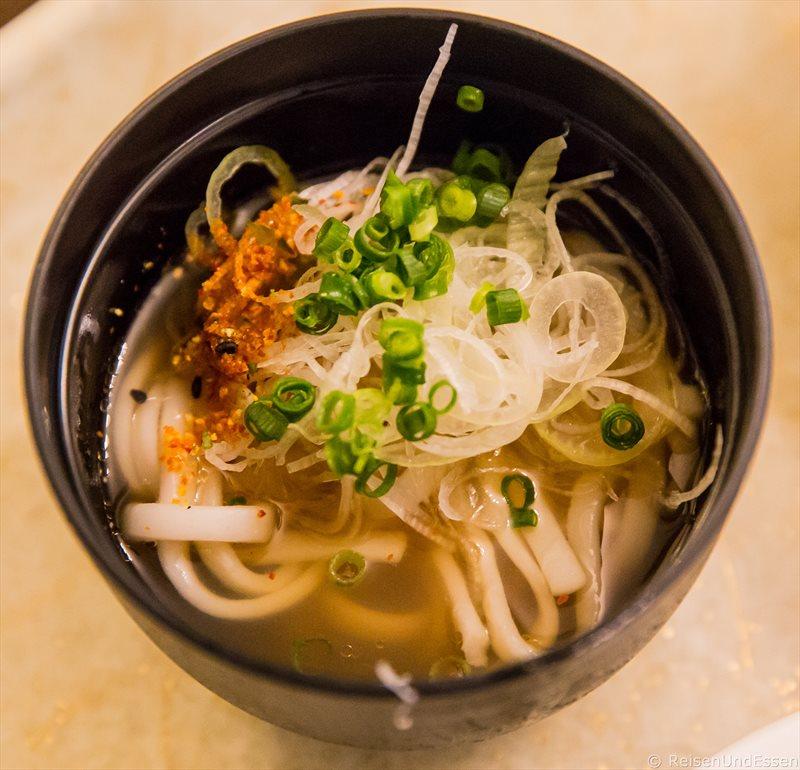 Nudelsuppe beim Abendessen im Hotel Green Plaza Hakone