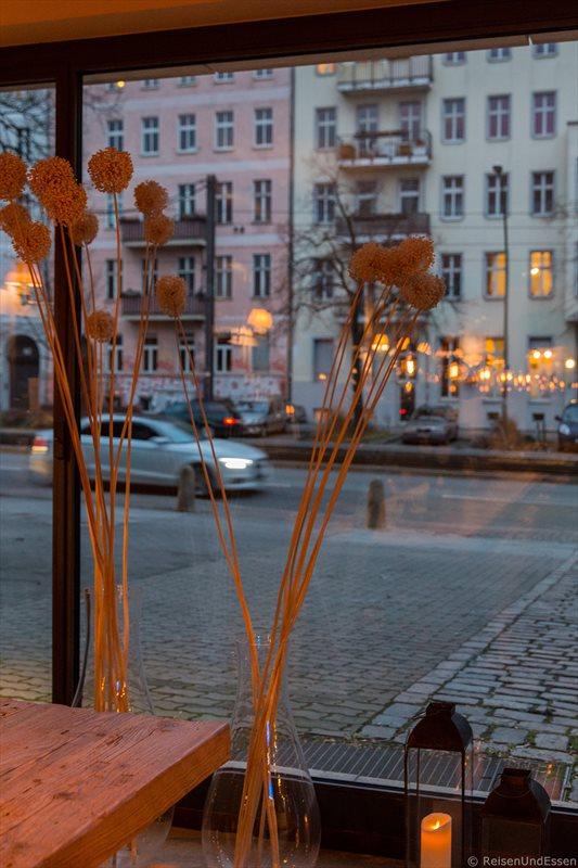 Blick von der Lobby auf die Prenzlauer Allee in Berlin