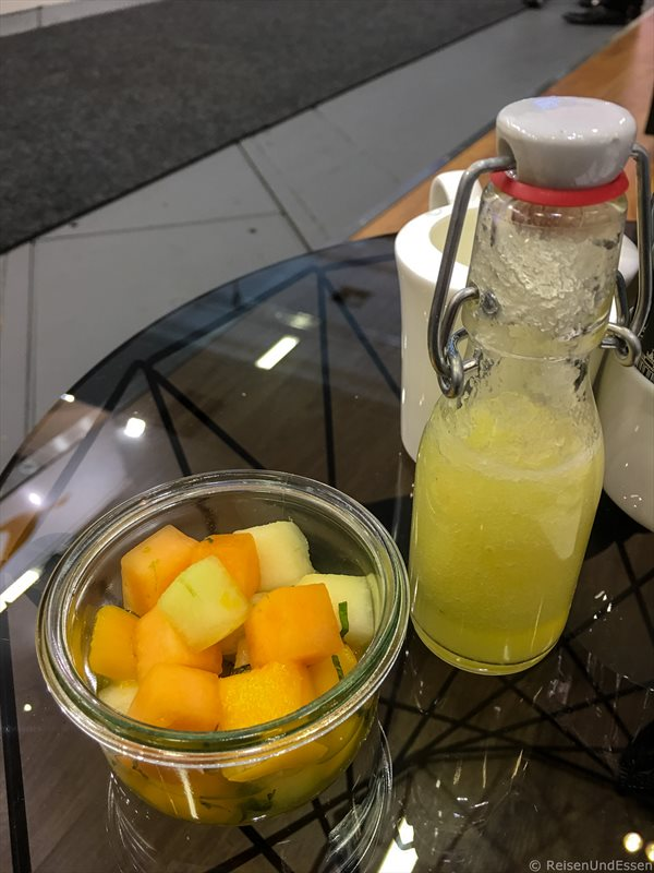 Smoothie und Obst bei Kempinski