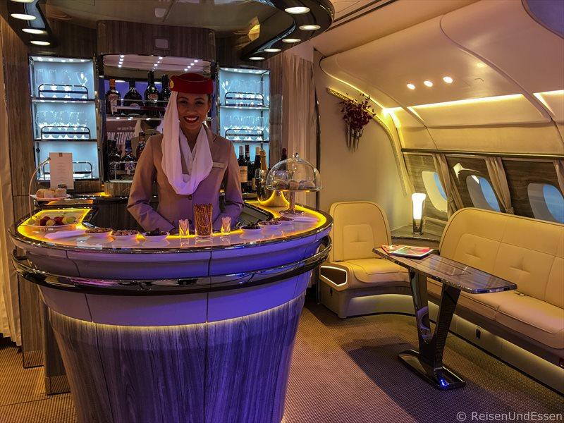 Bar im Upper Deck bei Emirates im A380 - Highlights auf der ITB 2017