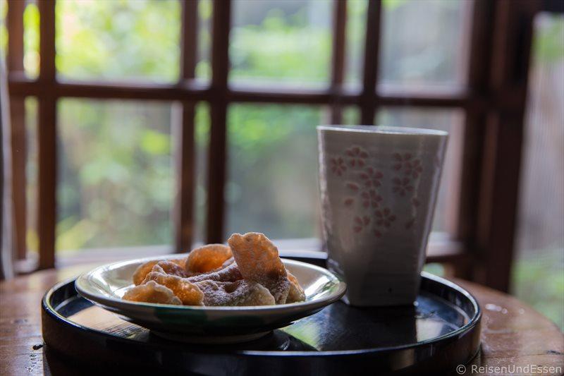 Nachmittagstee und Süßigkeiten in Kyoto