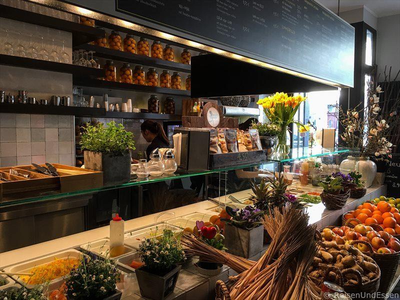 Blick in das Coco Banh Mi bei Street Food Tour Berlin Mitte