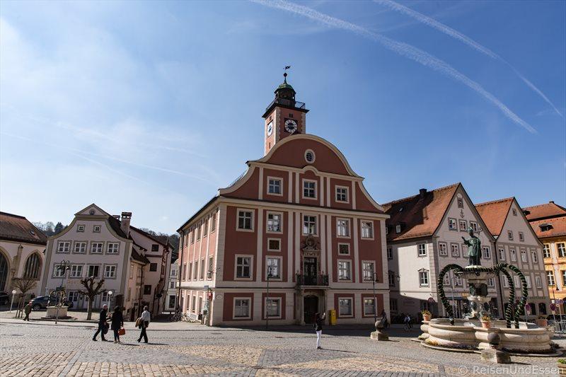 Rathaus mit neubarocker Fassade am Marktplatz in Eichstätt