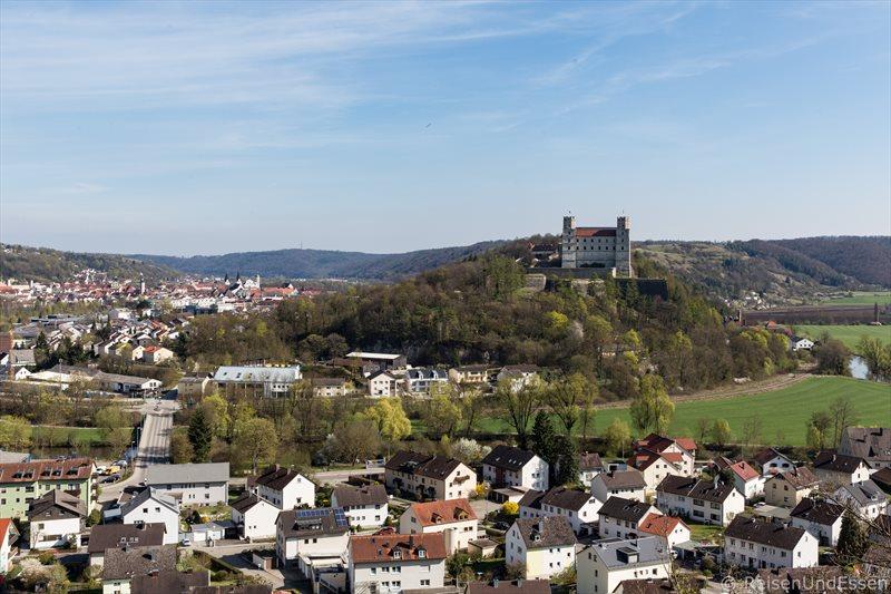 Blick von der B13 auf die Willbaldsburg in Eichstätt