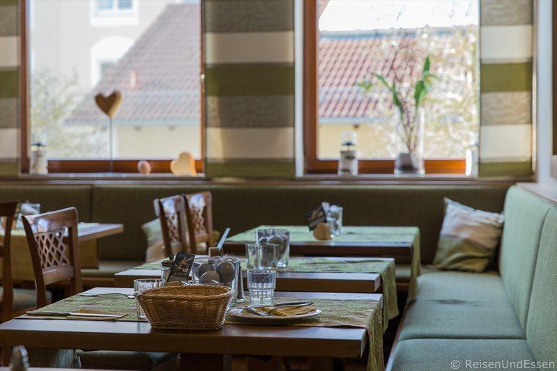 Frühstücksraum im Hotel Dirsch in Emsing