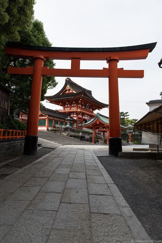Großer Torii bei Fushimi Inari in Kyoto