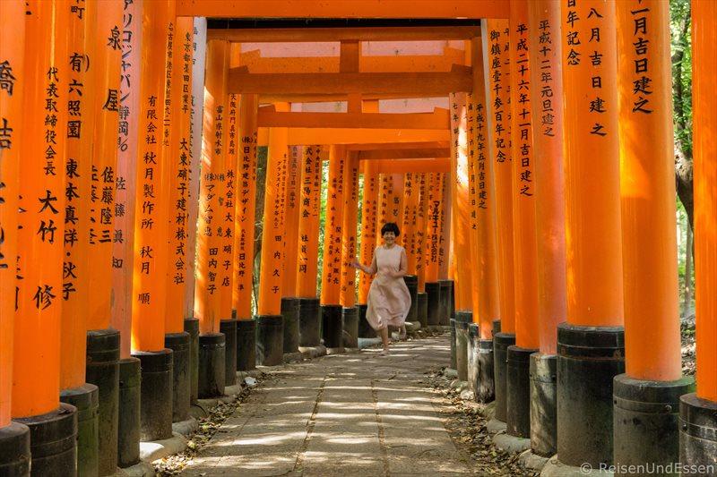 Laufen bei menschenleeres Fushimi Inari