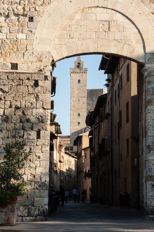 Gasse mit Geschlechtertum in San Gimignano